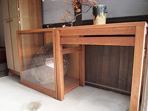 蜂の巣ショーケースと花器台